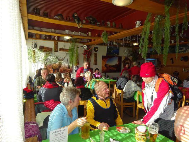 zdejší kuchyně je vyhlášená dobrou krmí a příjemnou obsluhou; foto V. Veselá