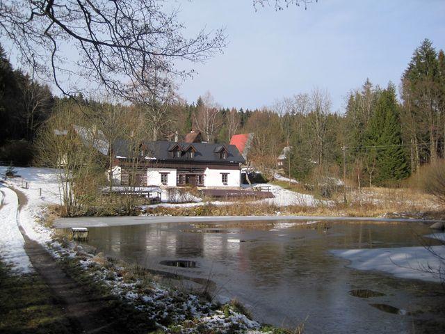 tak Mirek vyfotil totéž místo na Dolních Hutích po stu letech, v únoru 2016