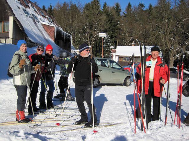 nechyběli ani lyžaří - vystoupali na Čeřínek z Dolní Cerekve