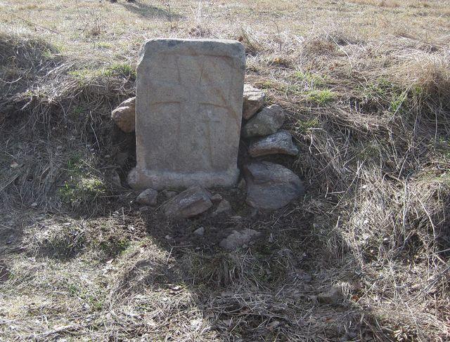 smírčí kámen u Popic se nedávno dočkal ozdravné lidské péče
