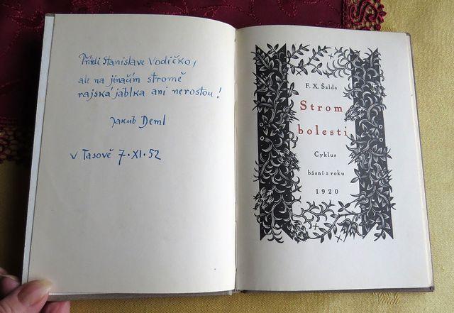 po třech desetiletích vepsal do Stromu bolesti dedikaci Jakub Deml