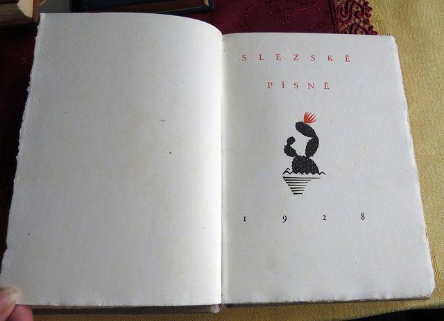 básně byly vytištěny na ručním papíře