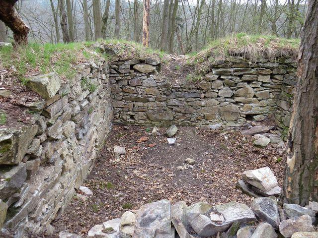 poslední náznak stavby v areálu Sedleckého hradu
