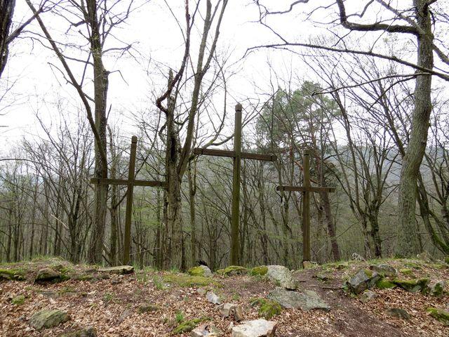 ke křížům se váže několik pověstí