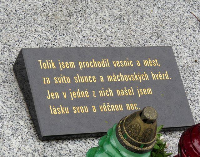 nápis na náhrobní desce Josefa Pěnčíka