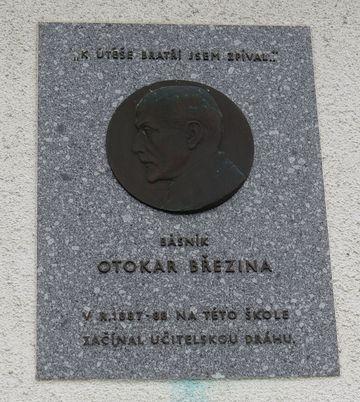 pamětní deska na bývalé škole byla odhalena v roce 1968 ke 100. výročí Březinova narození