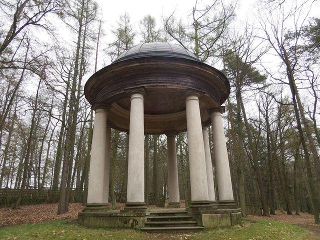 kruhový templ zasvěcený bohu lesa Silvanovi