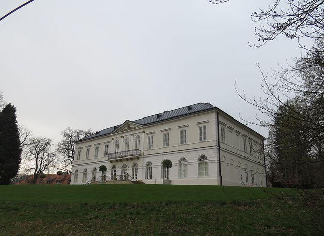 zámek Jinošov je nyní v soukromém vlastnictví