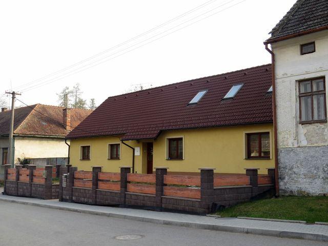 zde bydlel učitel, spisovatel a historik Josef Pěnčík