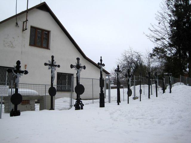 kadovské historické kříže u fryšavského kostela; www.svatosi.cz