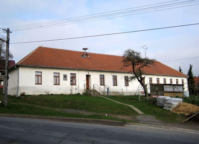 škola, kde v mládí učil Otokar Březina