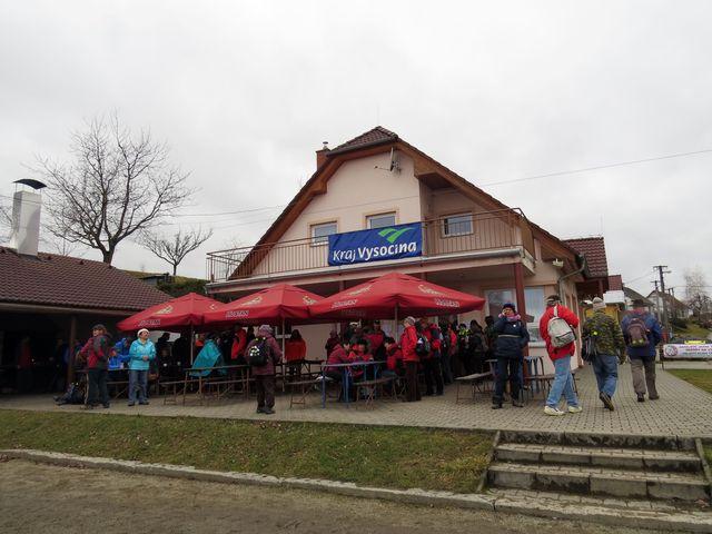 občerstvovna u hřiště v Petrovicích - zde byl cíl pochodu