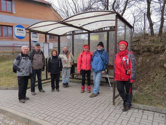 na petrovické zastávce autobusu - turistická sezona na Vysočině je zahájena!