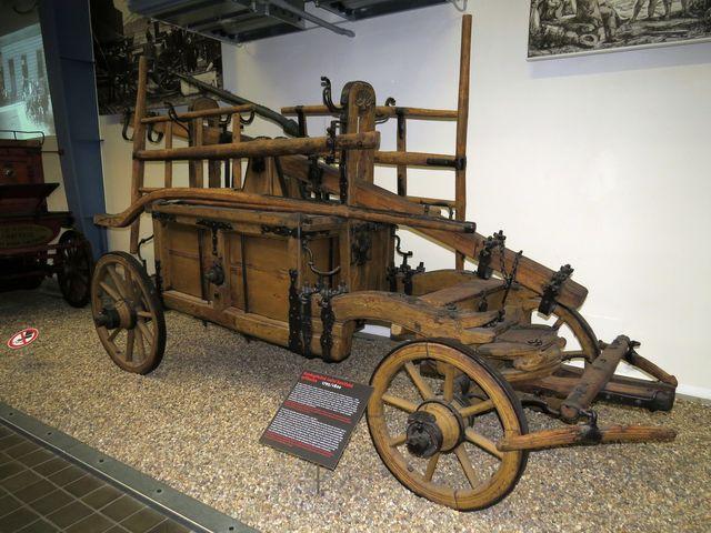 koněspřežná ruční stříkačka používaná v letech 1795–1820
