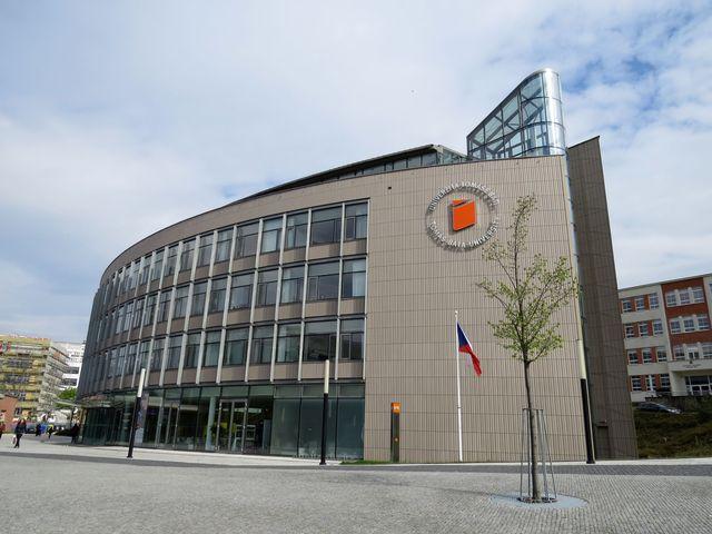 Univerzitní centrum vzniklo podle návrhu architektky Evy Jiřičné, zlínské rodačky