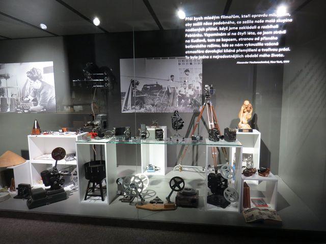 filmové muzeum v Kudlově - vlevo nahoře Hermína Týrlová, vpravo první filmaři v ateliérech