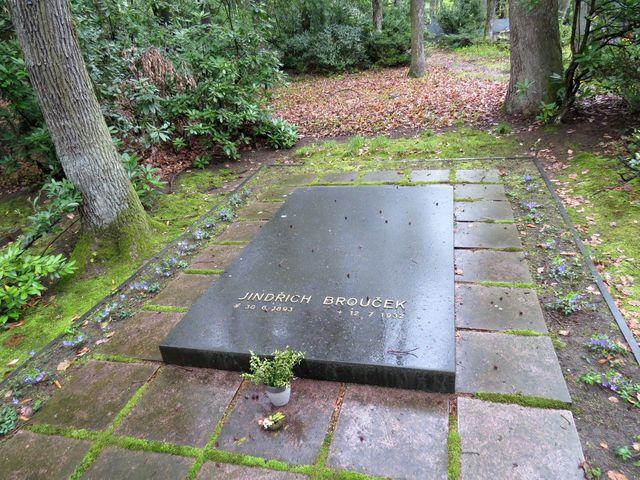 hrob šéfpilota, který zahynul při havárii společně s Tomášem Baťou