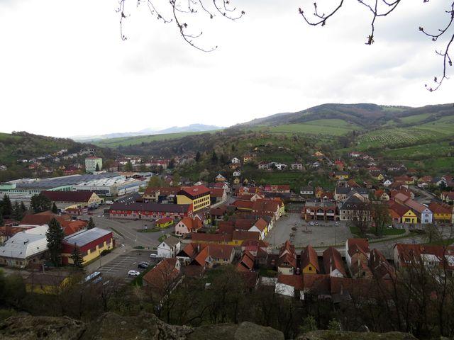 centrum Brumova - za kopcem je Slovensko