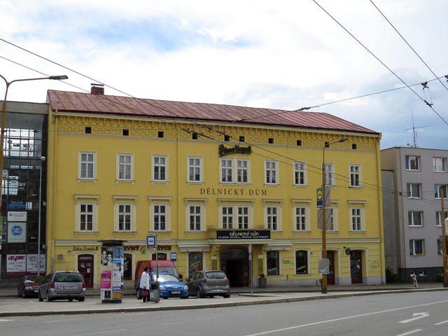 Dělnický dům byl postaven v roce 1869 jako hotel Czap