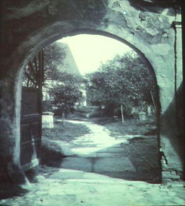 branka do hřbitova na místě současných Smetanových sadů