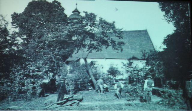 rušení hřbitova v roce 1868, kácení stromů u kostela sv. Ducha