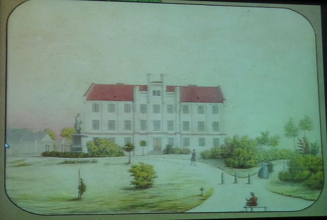 původní podoba reálky, před budovou je socha generála Johanna Franze Kempena