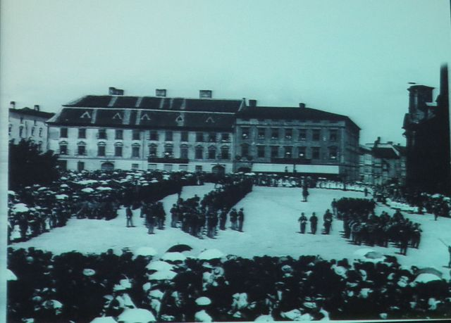 na horním náměstí se konaly vojenské přehlídky