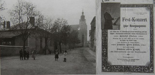 budova Zpěváckého spolku, v pozadí kostel sv. Jakuba, vedle plakát na koncert v r. 1908 - ředitel spolku Heinrich Fischer
