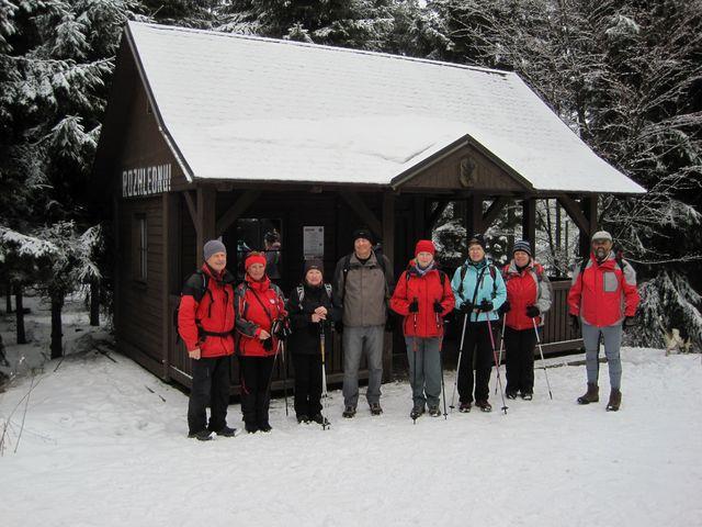 lovecká chata je vhodné místo k posezení a odpočinku těch, kteří dosáhli vrcholové mety; www.svatosi.cz