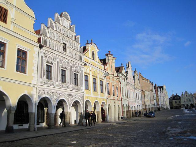 telčské náměstí s frontou renesančních domů je nezaměnitelné; www.svatosi.cz