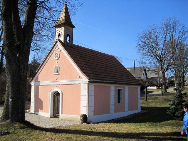 kaple na návsi v Suché; www.svatosi.cz