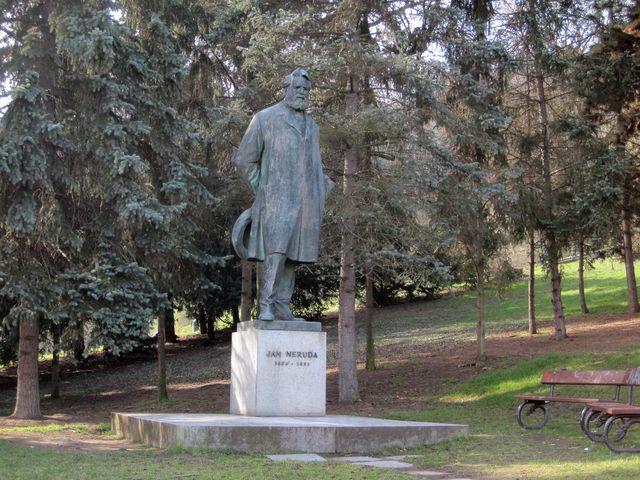 pomník Jana Nerudy; www.svatosi.cz