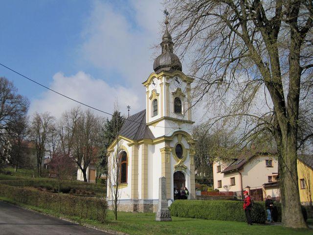 kaple na návsi v Matějově
