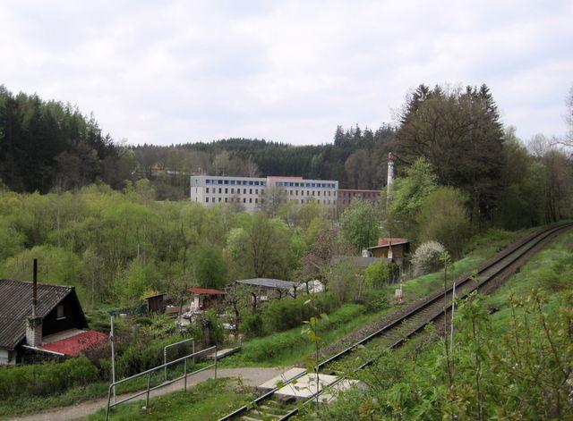 bývalý tovární komplex v Heleníně, dnes areál textilní školy; www.svatosi.cz