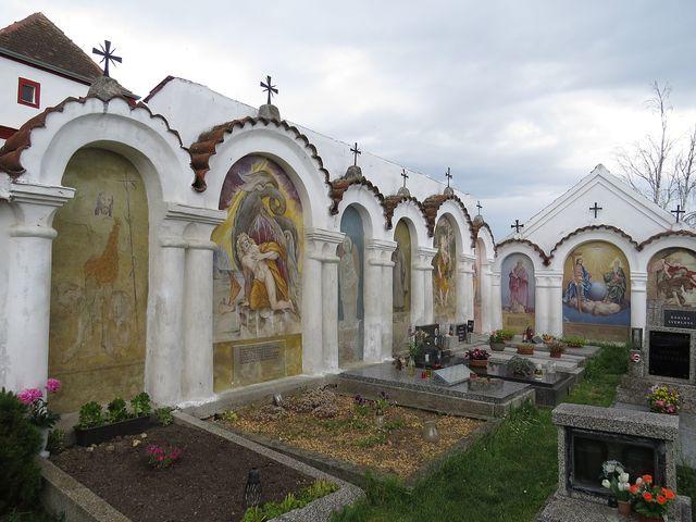 verše na náhrobcích zachycují povolání a (zřejmě idealizovanou) povahu zesnulého
