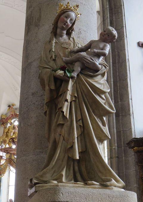 124 cm vysoká opuková soška z konce 14. století je největším magnetem pro návštěvníky Třeboně
