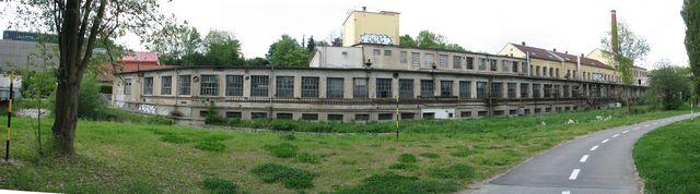 s dětským dopravním hřištěm sousedí bývalá textilka; foto F. Janeček