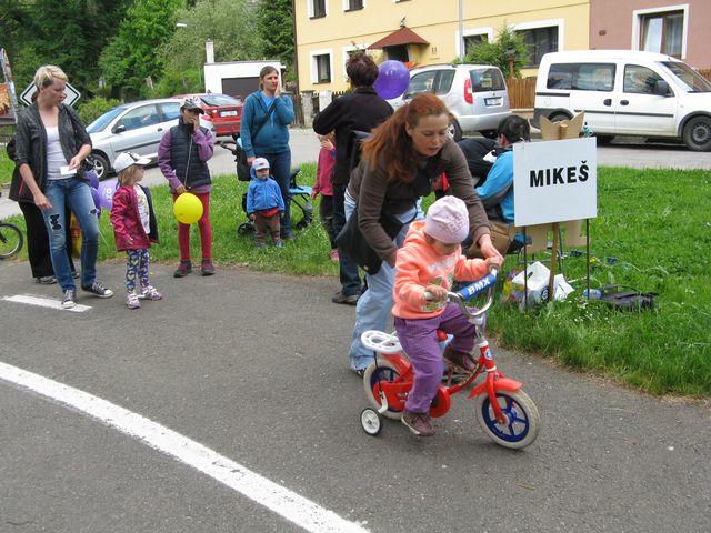 dětská vozítka různých druhů rozhodně nezahálela; foto M. Bradová