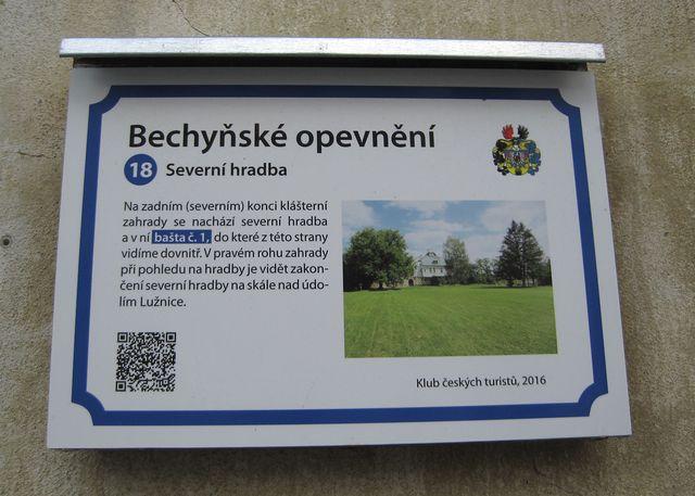 Naučnou stezku podél historického opevnění města vybudoval Klub českých turistů