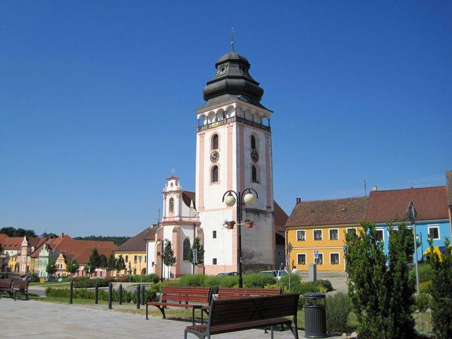 děkanský kostel sv. Matěje na náměstí T. G. Masaryka v Bechyni; www.svatosi.cz