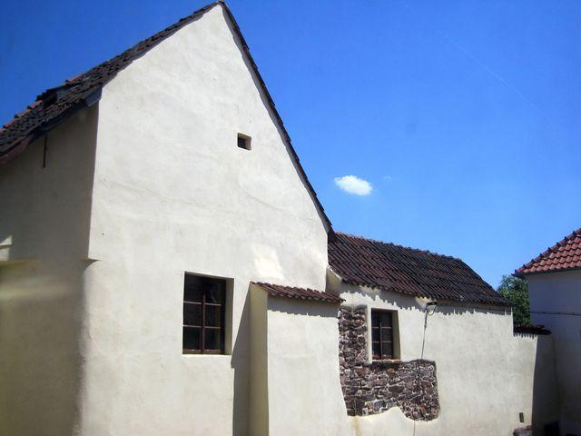 pohled na stejný objekt ze dvora muzea