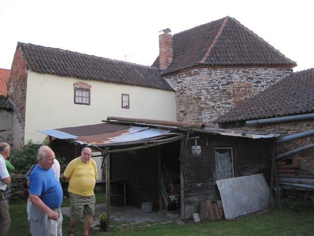 bašta, kterou nechal opravit Ing. Havelka, uzavírá dvorek muzea turistiky
