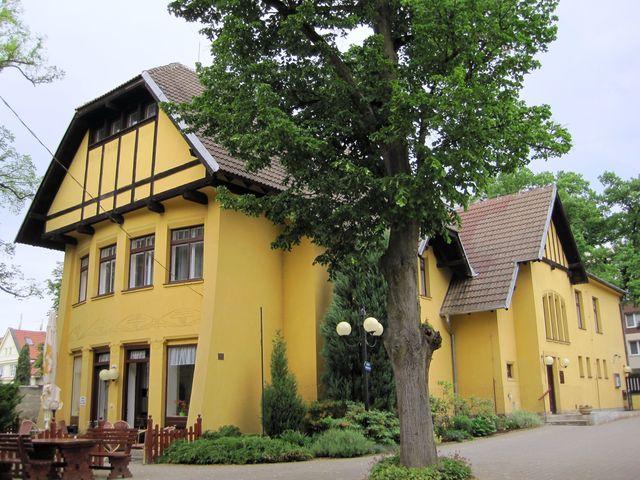 vila vystavěná podle návrhu architekta Jana Kotěry slouží jako lázeňská budova