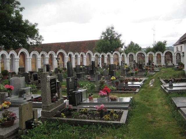 hřbitov u kostela v Albrechticích nad Vltavou