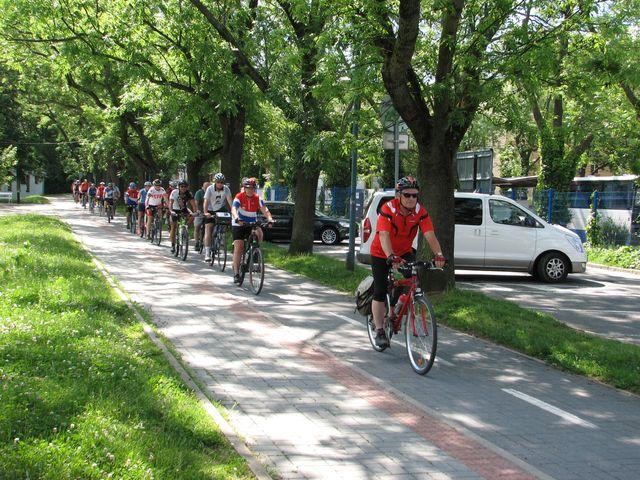 cyklisté projíždějí jihlavslou cyklostezkou; foto F. Janeček