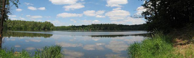 nedělně vyšňořený Maršovský rybník; foto F. Janeček