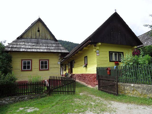 v obci je zachováno 45 objektů lidové architektury