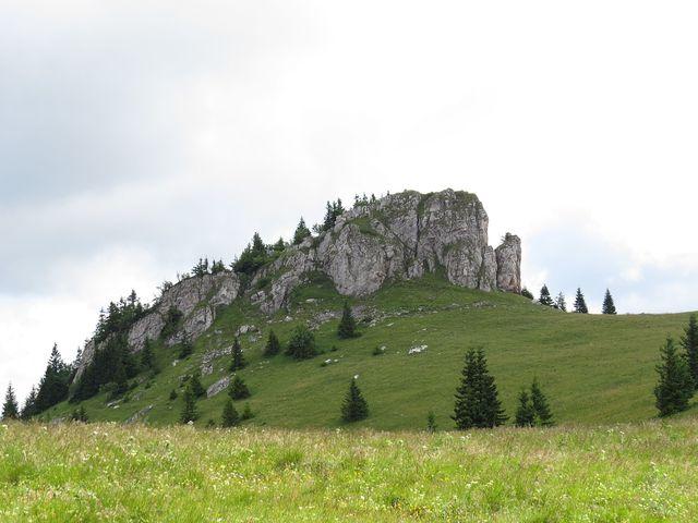skalky na pastvinách ve vrcholových partiích masivu Velké Fatry