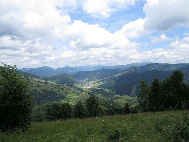 výhled do Revúcej doliny - vybrala jsem podobný obrázek jako včera z vedlejšího hřebene