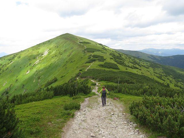 výstup na Prašivou, za námi Veľká Chochuľa (1 753 m)